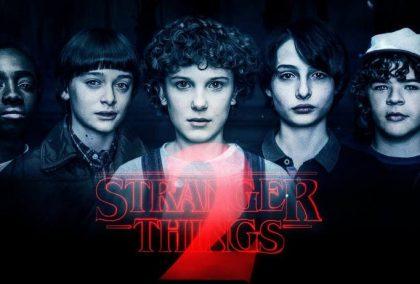 Stranger Things - Něco cizího se šíří americkým maloměstem
