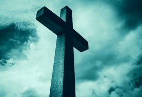 Polský exorcista Jakub Vandrovec bojuje v komunistickém Polsku s duchy, upíry, démony, místní policí a KGB