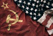 Zakázané slovo: vítejte v budoucnosti, kde je Bond bisexuálka, existují Sovětské státy americké a experimenty na lidech jsou povoleny