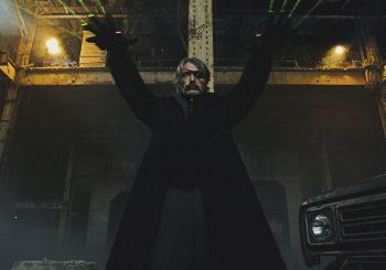 Polar: Černý Kaiser Madse Mikkelsena strčí Johna Wicka hravě do kapsy v povedené akční jízdě od Netflixu