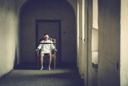 Trhlina: filmová adaptace hororu s mrazivou a tísnivou atmosférou, která se na Slovensku stala fenoménem