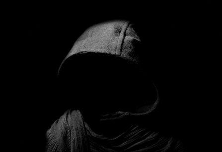 Česká hororová novinka Kazatel: Chvílemi Stephen King, chvílemi krvavé béčko plné odvěkého zla, končetin a tajemných hlasů