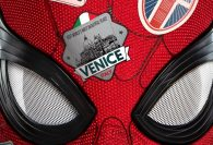 Nový Spider-Man se vydává daleko od domova do Prahy v zábavné a svižné akční podívané s dobrým záporákem a nečekaným zvratem