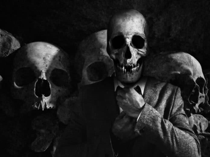 Smrt bývá nehezká cover