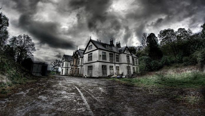 John Everson: Dům u hřbitova cover